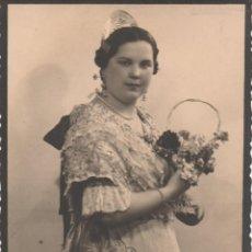 Fotografía antigua: SEÑORITA VESTIDA DE FALLERA. CA. 1930-1935. VALENCIA. FOTÓGRAFO. ILEGIBLE. Lote 261681725