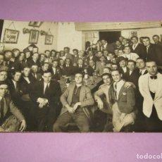Fotografía antigua: ANTIGUA FOTOGRAFÍA DE LA INAUGURACIÓN DE LA PEÑA TAURINA ALEGRIA EN EL BAR PLUS ULTRA DEL AÑO 1935. Lote 262443540