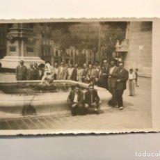 Fotografía antigua: VALENCIA . FOTOGRAFÍA. GRUPO DE ANTIGUOS COMPAÑEROS DE MILI... (A.1951). Lote 262969885