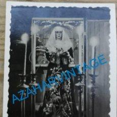 Fotografía antigua: SEMANA SANTA SEVILLA, ANTIGUA FOTOGRAFIA LA MACARENA EN EL CAJON DURANTE LA GUERRA CIVIL,62X86MM. Lote 263237470
