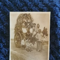 Fotografía antigua: ANTIGUA FOTOGRAFIA DE ROMERIA. Lote 268317344