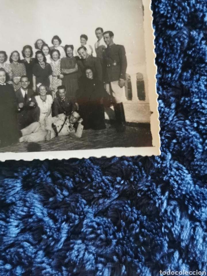 Fotografía antigua: Antigua fotografia militares y amigos uno de ellos condecorado - Foto 2 - 268414674