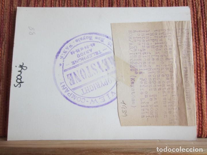 Fotografía antigua: 1939-GUERRA CIVIL ESPAÑA.FRANCO.TROPAS FRANQUISTAS ENTRANDO LLIVIA.GERONA.GIRONA.FOTOGRAFÍA ORIGINAL - Foto 3 - 268617979