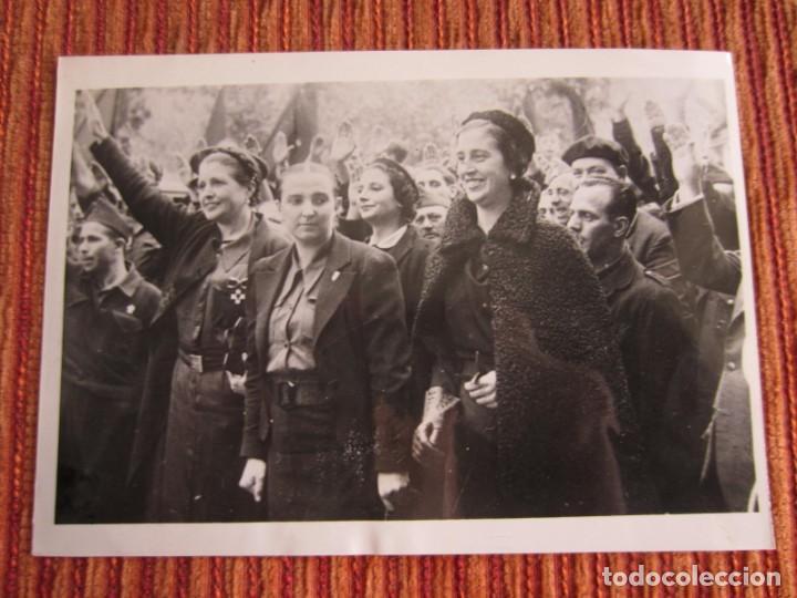 1937-GUERRA CIVIL ESPAÑA.FRANCO.FOTOGRAFÍA ORIGINAL.CARMEN POLO EN SALAMANCA.AUXILIO SOCIAL. (Fotografía Antigua - Fotomecánica)