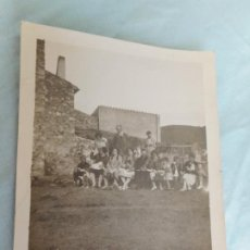 Fotografía antigua: ANTIGUA FOTOGRAFIA FAMILIAR.SANT GENIS DE PALAFOLLS.BARCELONA 1927. Lote 268909474