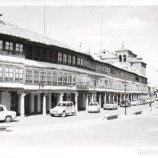 Fotografía antigua: FOTOGRAFIA DE ALMAGRO, CIUDAD REAL. PLAZA MAYOR 1972. COCHES. COTROEN, SEAT,. Lote 268932839