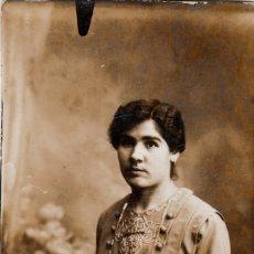 Fotografía antigua: FANTÁSTICA FOTOGRAFÍA. ELEGANTE DAMA CON LARGO COLLAR. AÑOS 1900-10 AA. Lote 268933544