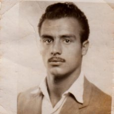 Fotografía antigua: ELEGANTE CABALLERO CON BIGOTE. AÑOS 40-50 AA. Lote 268936379