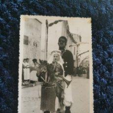 Fotografía antigua: ANTIGUA FOTOGRAFIA FIESTAS MOROS Y CRISTIANOS VILLENA FOTOGRAFIA EL AVION VILLENA 1955. Lote 269249543