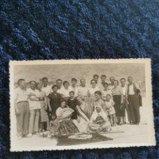 Fotografía antigua: ANTIGUA FOTOGRAFIA FIESTAS MOROS Y CRISTIANOS VILLENA FOTOGRAFIA EL AVION 1957. Lote 269253038