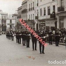 Fotografía antigua: MONTILLA, CORDOBA, ANTIGUA FOTOGRAFIA BANDA DE MUSICA DE LA GUARDIA CIVIL, MUY RARA, 14X9 CMS. Lote 269470558