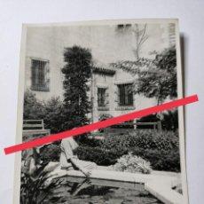 Fotografía antigua: ANTIGUA FOTOGRAFÍA. FOTÓGRAFO LABORATORIO RADIO UNIVERSIDAD. FOTO AÑOS 50.. Lote 269842508