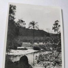 Fotografía antigua: ANTIGUA FOTOGRAFÍA. FOTÓGRAFO LABORATORIO RADIO UNIVERSIDAD. FOTO AÑOS 50.. Lote 269842558