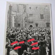 Fotografía antigua: ANTIGUA FOTOGRAFÍA. FOTÓGRAFO LABORATORIO RADIO UNIVERSIDAD. FOTO AÑOS 50.. Lote 269842738