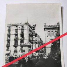 Fotografía antigua: ANTIGUA FOTOGRAFÍA. FOTÓGRAFO LABORATORIO RADIO UNIVERSIDAD. GIGANTES Y CABEZUDOS CATALUÑA. AÑOS 50.. Lote 269842873