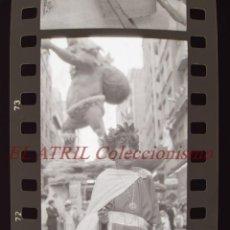 Fotografía antigua: VALENCIA - FALLAS - 24 ANTIGUOS CLICHES NEGATIVOS DE 35 MM EN CELULOIDE. Lote 270092568