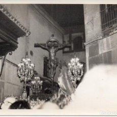 Fotografía antigua: SEMANA SANTA SEVILLA, ANTIGUA FOTOGRAFIA CRISTO DE LA MISERICORDIA, SANTA CRUZ, 105X75MM. Lote 271622418