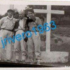 Fotografía antigua: LLODIO, VIZCAYA, 1946, PAISANOS VASCOS, 112X68MM. Lote 272988793