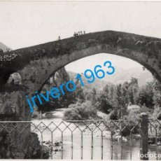 Fotografía antigua: ANTIGUA FOTOGRAFIA PUENTE ROMANO DE CANGAS DE ONIS, 96X70MM. Lote 272989088