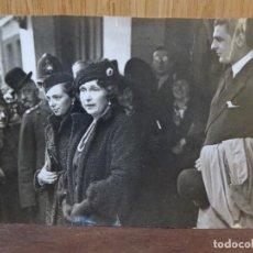 Fotografía antigua: REINA VICTORIA EUGENIA DE BATTENBERG. ALFONSO XIII. URBIS-PRESS. 1935. ALESSANDRO TORLONIA.. Lote 274929658