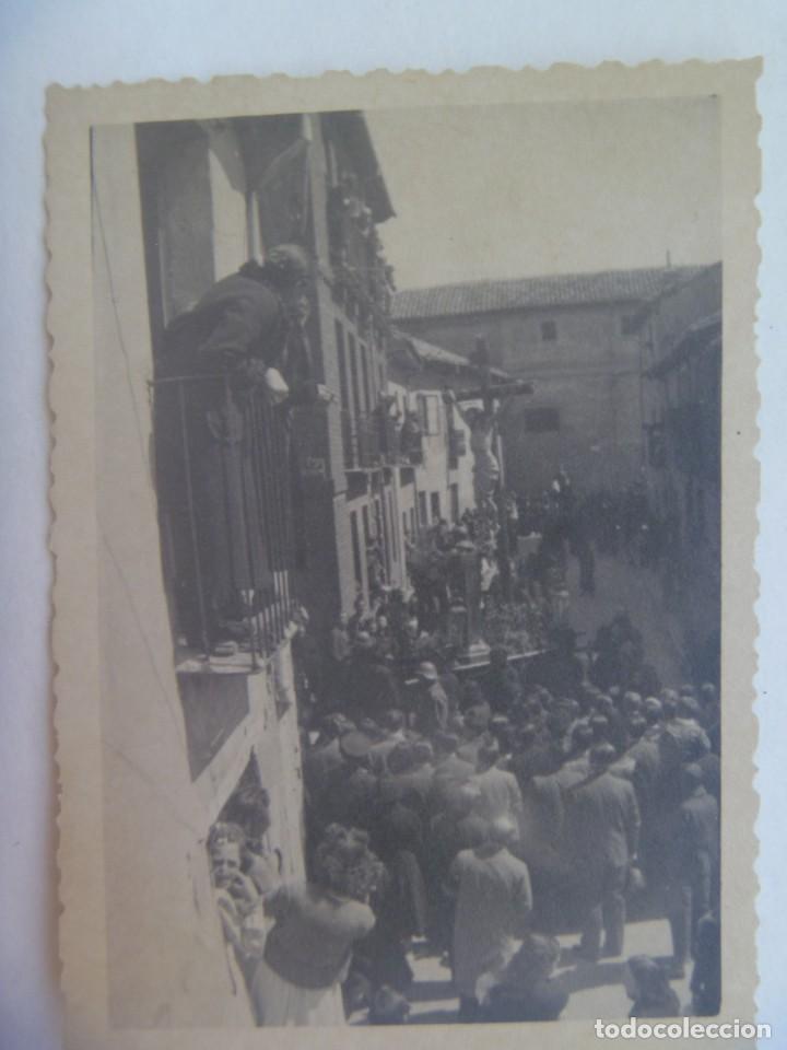 SEMANA SANTA DE PUEBLO X : FOTO DE CRISTO CRUCIFICADO PROCESIONANDO. AÑOS 30-40 (Fotografía Antigua - Fotomecánica)