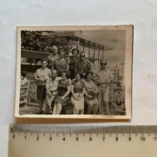 Fotografía antigua: FOTO. GRUPO DE MATRIMONIOS DE EXCURSIÓN. FOTÓGRAFO?.. Lote 277271548