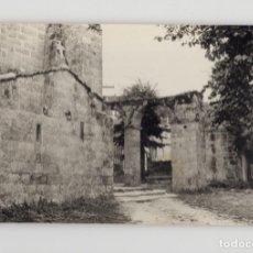 Fotografía antigua: FINISTERRE, VISTA PARCIAL DE IGLESIA. Lote 277518713