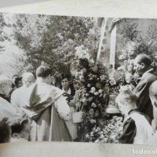 Fotografía antigua: ANTIGUA FOTOGRAFIA.CEREMONIA RELIGIOSA.FOTO VILLAPLANA.OLOT. Lote 277529823