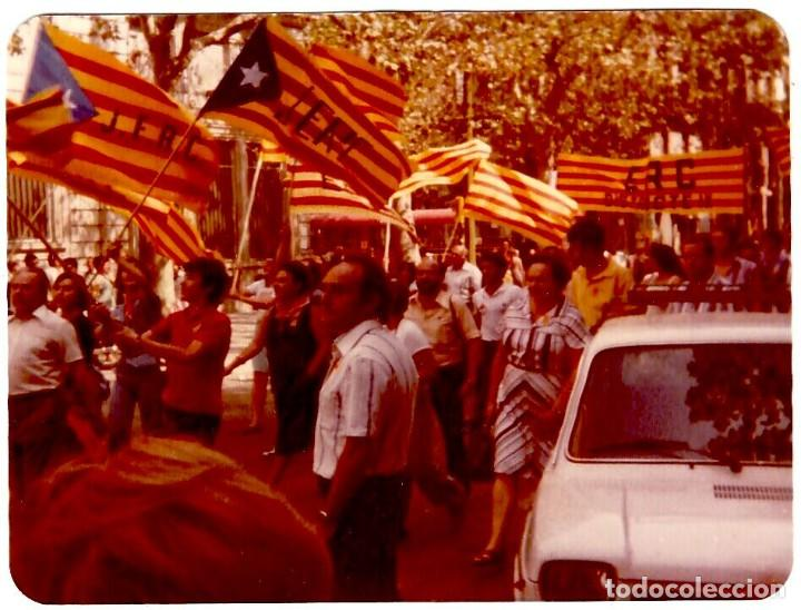 11 DE SETEMBRE DE 1977 A BARCELONA (2) - FOTOGRAFÍA 111X89 MM. (Fotografía Antigua - Fotomecánica)