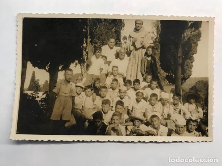 MELIANA ALMASERA, FOTÓGRAFIA EN GILET DE EXCURSIÓN CON LOS NIÑOS DE LA CATEQUESIS (H.1950?) (Fotografía Antigua - Fotomecánica)