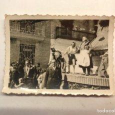 Fotografía antigua: FALLAS, VALENCIA FOTOGRAFÍA CALLEJEANDO LA CIUDAD, MEDÍDAS : 6,5 X 4,5 CM.,. Lote 280116863