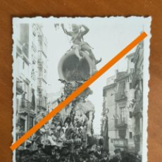 Fotografia antica: ANTIGUA FOTOGRAFÍA. FALLA PLAZA DE SAN JAIME. FALLAS DE VALENCIA. AÑO 1943. ARTISTA REGINO MAS.. Lote 283480063