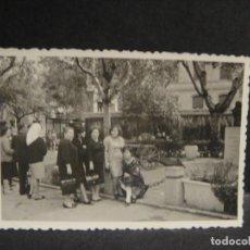 Fotografia antica: FAMILIA EN LA GLORIETA SASERA DE ZARAGOZA - FOTOGRAFIA DE 7 X 10 CNTº. Lote 285426153