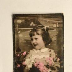 Fotografia antica: FOTOGRAFÍA COLOREADA. FOTOMATON NIÑA CON FLORES .. (H.1920?) MEDIDAS: 6 X 6 CM.,. Lote 288015158