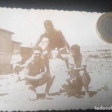 Fotografia antiga: FOTO CHICOS EN BAÑADOR. DÉCADA 1950. Lote 288142213
