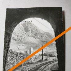 Photographie ancienne: ANTIGUA FOTOGRAFÍA. TÚNEL DE TREN. NURIA. GIRONA. FOTO AÑOS 50/60.. Lote 288202993