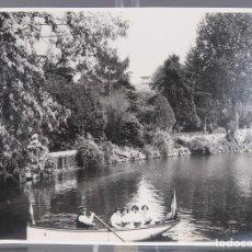 Fotografía antigua: FOTOGRAFIA VISTA LAGO CON PERSONAS AÑOS 30-40. Lote 288211898
