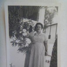 Fotografía antigua: FOTO DE MUJER VESTIDA DE CHACHA. Lote 289887548