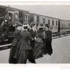 Fotografia antica: PRECIOSA FOTOGRAFIA - ESTACION DEL PRAT DEL LLOBREGAT (BARCELONA) ARCHIVO N.J.CINNAMOND - 29-03-1908. Lote 292142563