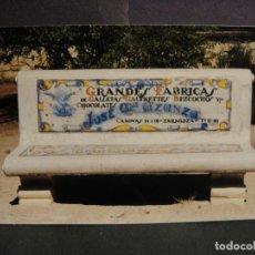 Fotografia antica: FOTOGRAFIA BANCO CON PUBLICIDAD COMERCIAL - PARQUE GRANDE - ZARAGOZA. Lote 293825508
