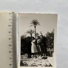 Fotografia antica: FOTO. GRUPO FAMILIAR EN EL HUERTO. FOTÓGRAFO?.. Lote 293904593