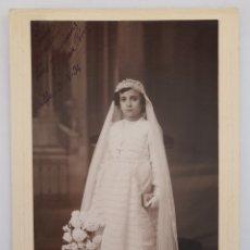 Fotografía antigua: BILBAO. FOTO DE NIÑA DE PRIMERA COMUNIÓN EN EL ESTUDIO DE VDA. DE GARCÍA. CON DEDICATORIA. 1934. Lote 294568163