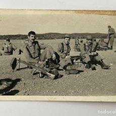 Fotografía antigua: MILITAR FOTOGRAFÍA. HISTORIAS DE LA MILI, DE MANIOBRAS Y TIRO.. PARA EL RECUERDO (H.1960?). Lote 294572758