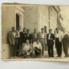 Fotografía antigua: MERIDA, FOTOGRAFÍA GRUPO DE AMIGOS, PARA EL RECUERDO…(H.1950?) FOTO, PAREDES. Lote 294575708