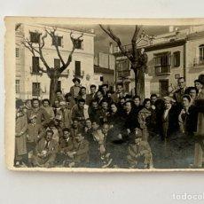 Fotografía antigua: MERIDA. FOTOGRAFÍA ANTIGUA. PLAZA DE ESPAÑA.. DÍAS DE FIESTA.. (H.1950?). Lote 294577213