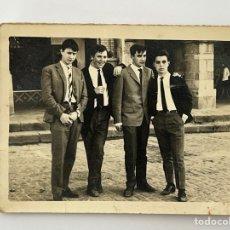 Fotografía antigua: CACERES. FOTOGRAFÍA GRUPO DE JÓVENES.. (H.1960?) MEDIDAS: 8 X 10 CM., APROXIMADAMENTE... Lote 294765213