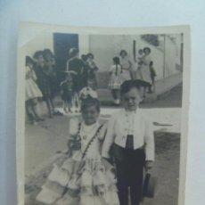 Fotografía antigua: MINUTERO DE FOTOGRAFO DE FERIA : NIÑA VESTIDA DE FLAMENCA Y NIÑO DE CAMPERO. Lote 295373763