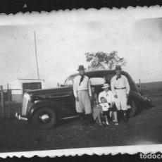 Fotografía antigua: 1821 - GAUCHOS ARGENTINOS CON SU VIEJO COCHE DODGE 1937 ?? - FOTO 8X6CM 1930'. Lote 295381168