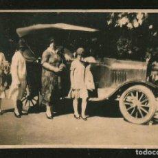 Fotografía antigua: 1822 - FAMILIA CON SU VIEJO COCHE FORD T 1919 ?? - FOTO 8X6CM 1920'. Lote 295381203