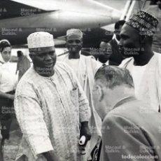 Fotografía antigua: ANTIGUA FOTOGRAFÍA - ENCUENTRO DIPLOMÁTICO AEROPUERTO FESTUS OKOTIE-EBOH, TAFAWA BALEWA, NIGERIA 60'. Lote 295625433